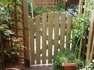 New posts, trellis and hang garden gate